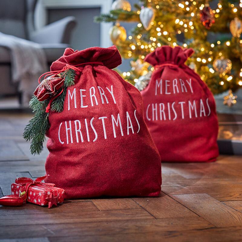 Im Stoffsack große und kleine Weihnachtsgeschenke stilvoll verpacken ...