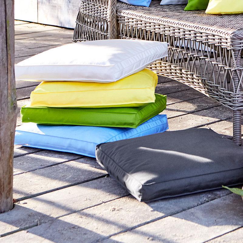 Outdoor Sitzkissen.Outdoor Sitzkissen Gefüllt Lichtecht Und Fleckenabweisend In Sommerlichen Farben