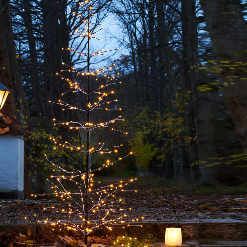 dekorativer led lichterbaum spendet stimmungsvolle beleuchtung drinnen und drau en julia grote. Black Bedroom Furniture Sets. Home Design Ideas