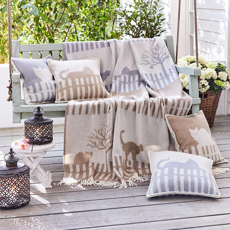 kissenh lle in braun kuscheliger wohnkomfort mit plaid und kissen aus neuseelandwolle julia. Black Bedroom Furniture Sets. Home Design Ideas