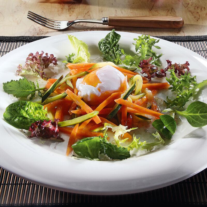 Pochierte Eier Auf Gemüse Julienne Mit Buntem Blattsalat Rezept