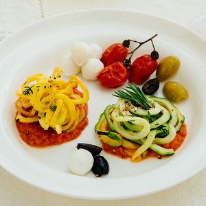 gelbe und gr ne zucchini bavette mit san marzano sauce rezept hagen grote shop. Black Bedroom Furniture Sets. Home Design Ideas