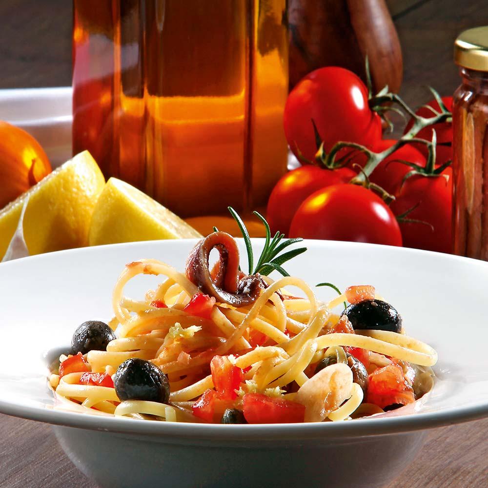 Apulische Sardellen-Olivensauce mit Linguine