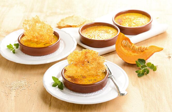 Rezept Kürbis-Crème-brulée mit Parmesan-Crackern
