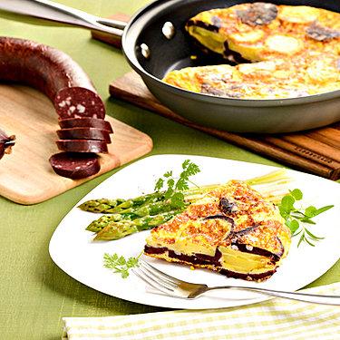 Kartoffel-Tortilla mit Blutwurst und grünem Spargel